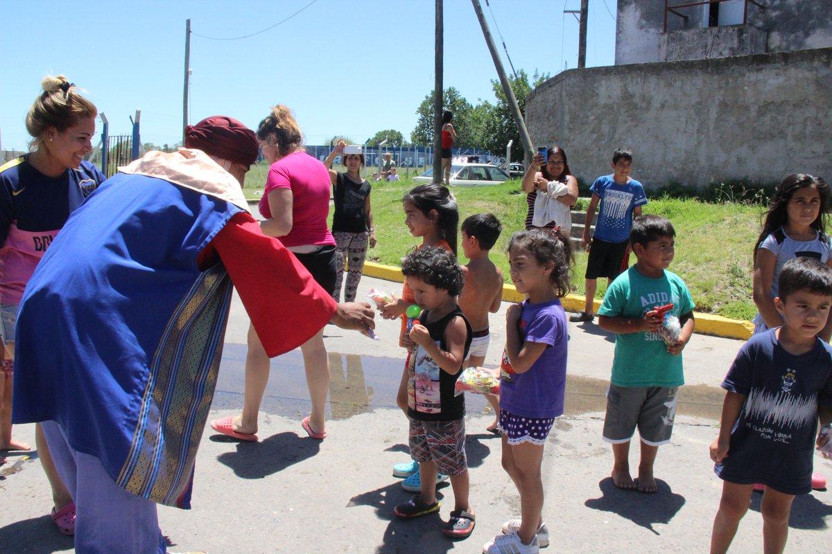 Como ya es tradición en la ciudad de Ensenada, los Reyes Magos visitarán todos los barrios ensenadenses: este sábado a partir de las 10.30 horas, comenzará el recorrido de Melchor, Gaspar y Baltasar, entregando golosinas para los más chicos.