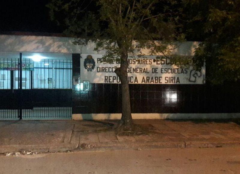 Personal del Comando Patrulla Berisso procedió este domingo a la aprehensión de un joven de 16 años por intento de robo  en la Escuela Nº 5 de nuestra ciudad.