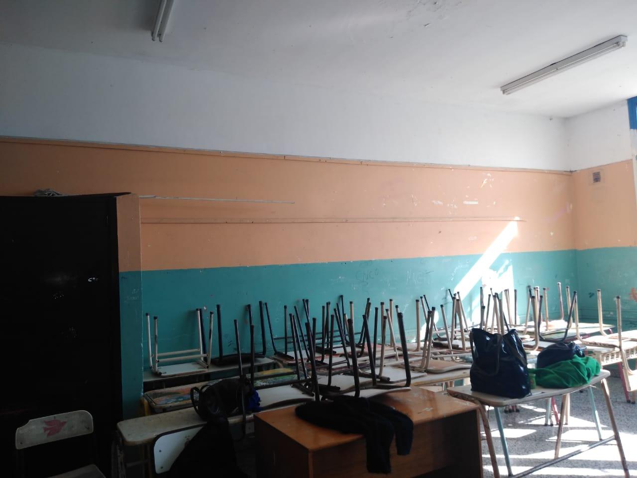 El Frente Darío Santillán culminó la obra de pintura en la Escuela N° 13