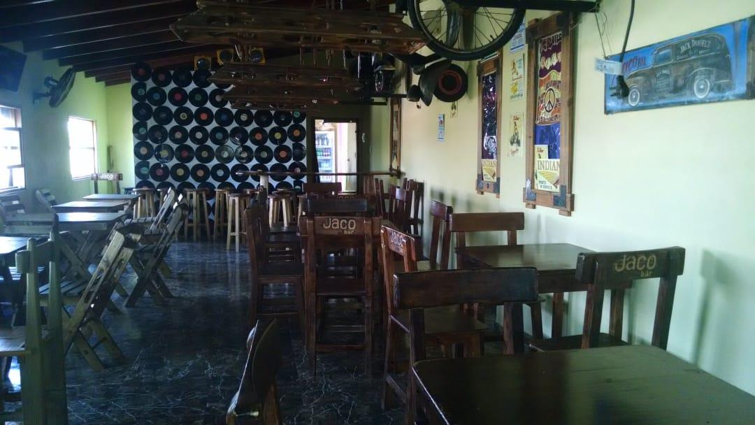 Jaco Bar a disposición de los puesteros y feriantes locales