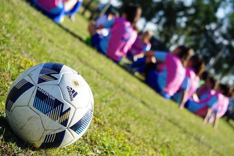 En diálogo con BerissoCiudad en Radio, el director técnico del fútbol femenino de Villa San Carlos, Juan Cruz Vitale, se refirió a la lucha que están llevando adelante las jugadoras, el cuerpo técnico y parte de la institución ante la decisión de la Comisión Directiva de que las chicas (que lograron jugar en la primera A) compitan en la B.