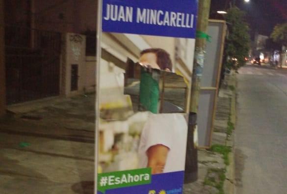 Avanza la campaña y se profundiza el añejo accionar de la politiquería barata. Nuevamente fueron encontrados banners y carteles rotos.