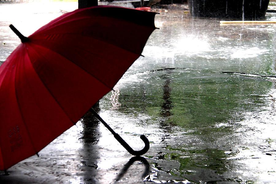 El área de Defensa Civil informó que el Servicio Meteorológico Nacional difundió un alerta para este lunes 17 de junio, por el que se pronostican fuertes tormentas.