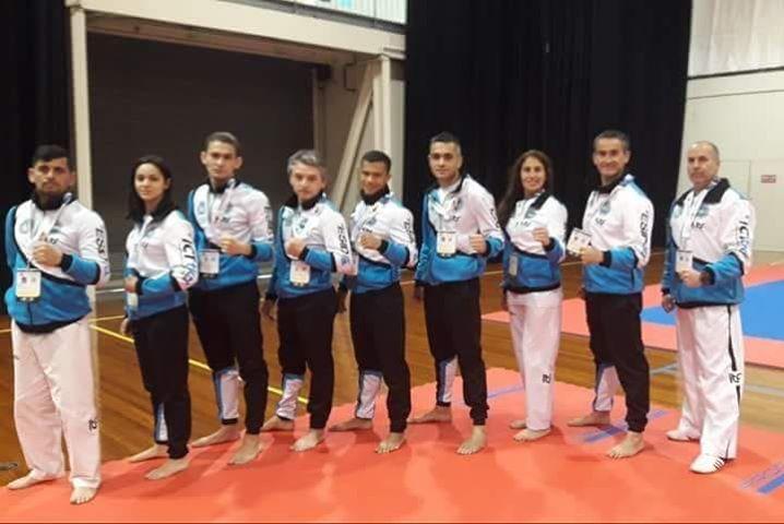 Un grupo de jóvenes de nuestra ciudad participó con marcado suceso de la Copa Mundial de Taekwondo ITK, llevada a cabo en Australia. La delegación local viajó bajo el liderazgo del master Héctor Mengoni, viviendo una experiencia maravillosa y la coronación con las medallas obtenidas.