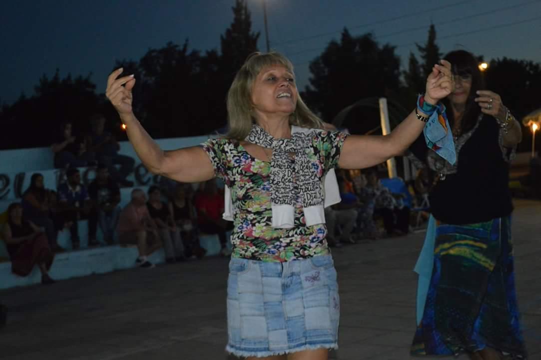 """Esta tarde noche se desarrolló el tercer encuentro del Festival de las Identidades Populares, """"Los siete domingos de folklore"""", en la plaza 17 de Octubre de calle 26 y 164 donde familias pudieron disfrutar de una velada de verano a puro folklore."""
