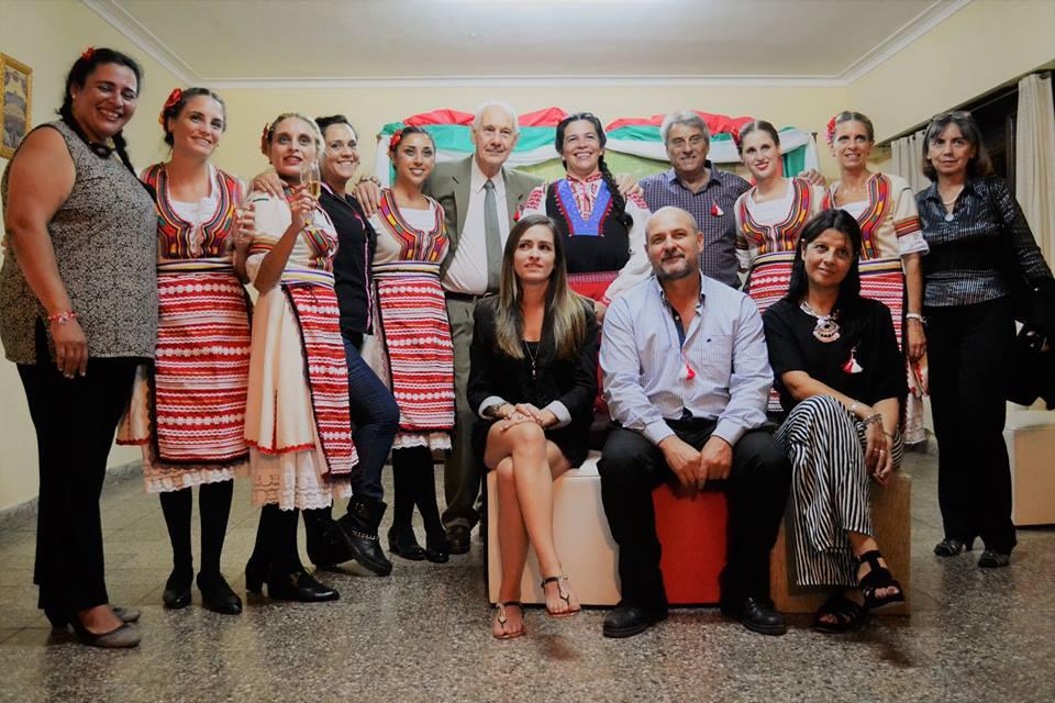 """El pasado sábado la colectividad búlgara celebró el """"Baba Marta"""", al tiempo que presentó a la nueva Comisión Directiva y se conmemoró el Día Internacional de la Mujer y un nuevo aniversario de la liberación de Bulgaria del yugo turco."""