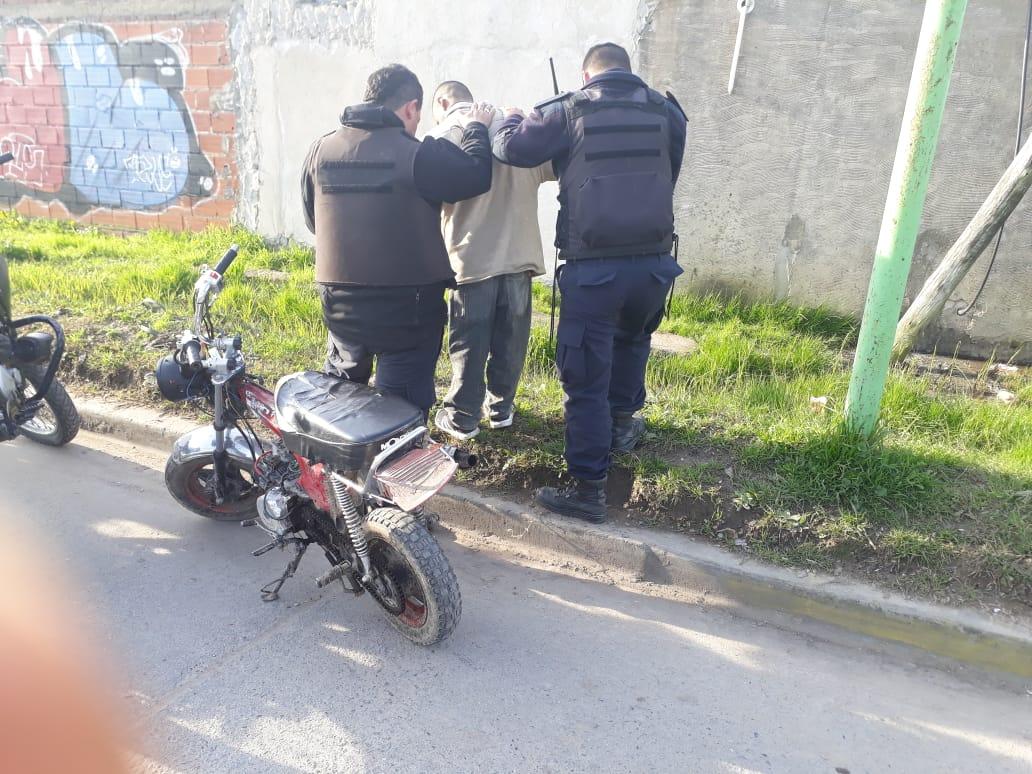 Personal del Comando Patrulla Berisso procedió en la tarde de este viernes a la aprehensión de un joven que circulaba en una moto robada.
