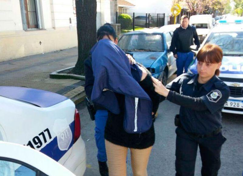 En plena recorrida de rutina, personal policial de la Comisaría Primera intervino ante una discusión de pareja en calle 6 entre 169 y 170.