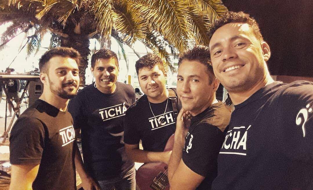 La banda berissense Tichá se encuentra haciendo presentaciones diarias con gran éxito y excelente repercusión, en el marco de la temporada de verano en la que ya se convirtieron en un clásico de Monte Hermoso, al sur de la provincia de Buenos Aires.