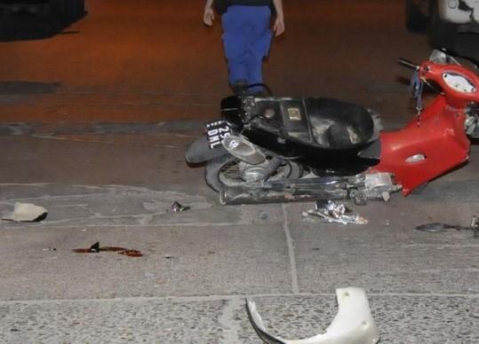 Como si fuese a propósito el afán de incrementar las ya de por sí alarmantes estadísticas de víctimas de tránsito, un nuevo siniestro se produjo esta viernes por la noche en la Avenida Montevideo y calle 4.