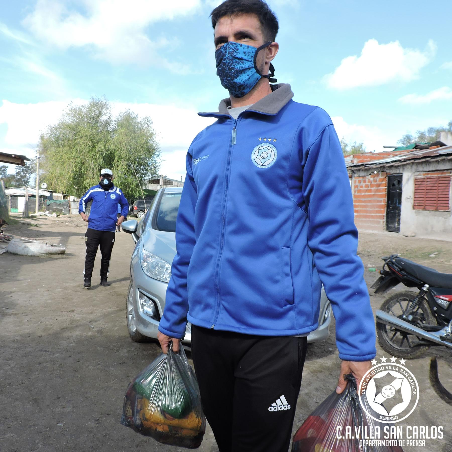 Colgaba banderas y después jugaba el partido: Federico Slezack cumple el sueño del hincha y ayuda a comedores