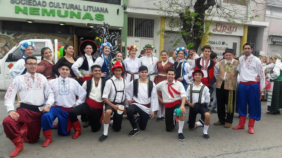 En el marco de la 40ª Fiesta Provincial del Inmigrante se presentó en el escenario central el Ballet Municipal de Danzas Internacionales de Las Breñas, provincia del Chaco.