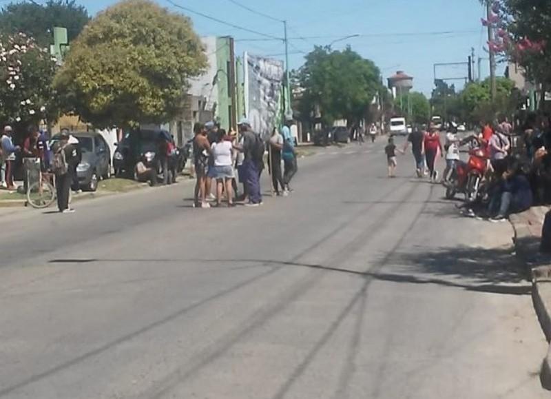 Un pasaje de la protesta frente a la Comisaría Segunda.