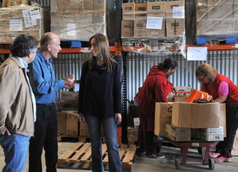 La gobernadora bonaerense, María Eugenia Vidal, visitó este martes junto al ministro de Desarrollo Social de la Provincia, Santiago López Medrano, las instalaciones del Banco Alimentario situado en nuestra ciudad.