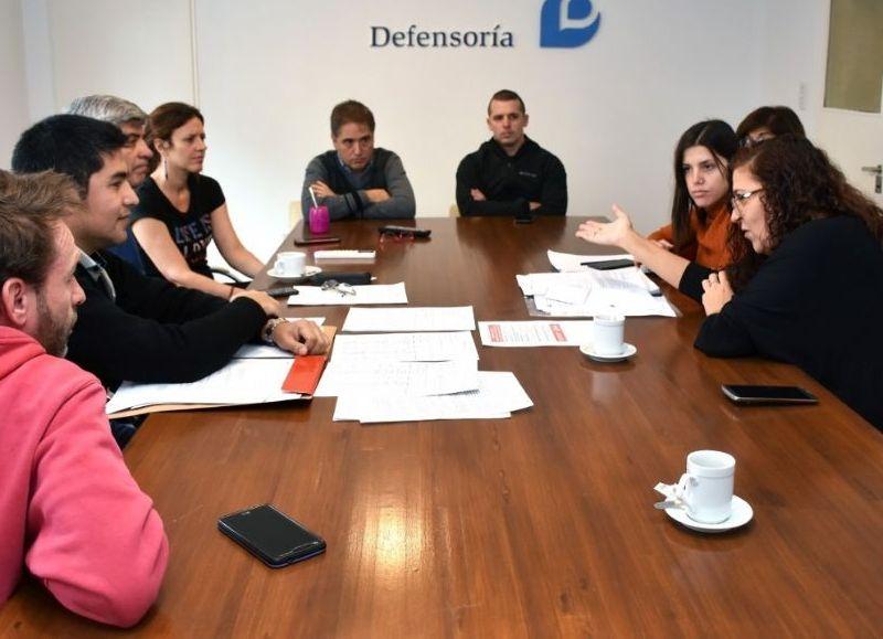 Reunión motorizada por el ombudsman Guido Lorenzino.