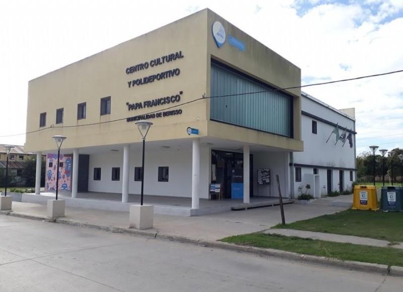 Centro Cultural y Polideportivo Papa Francisco.