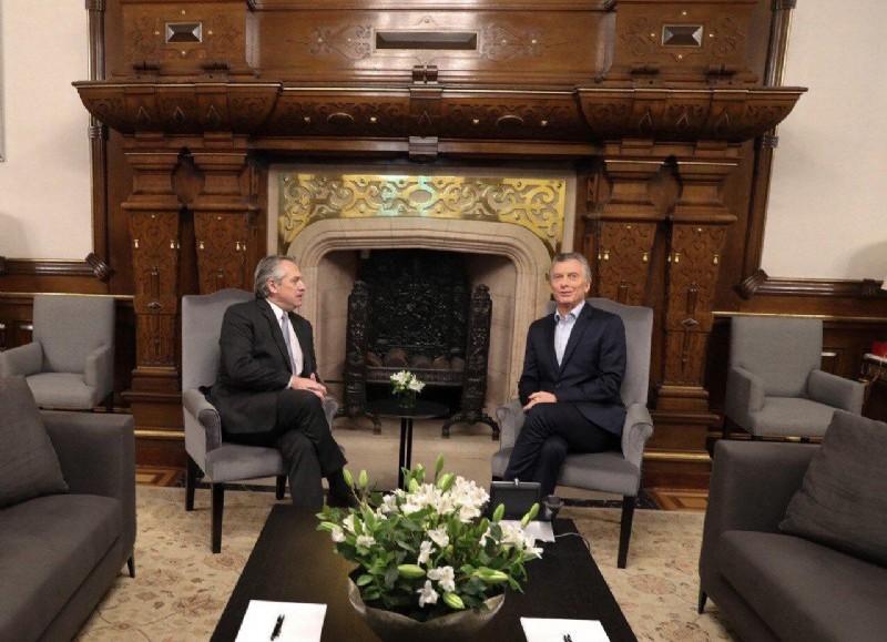 Reunión Fernández-Macri. El presidente electo junto al mandatario saliente.