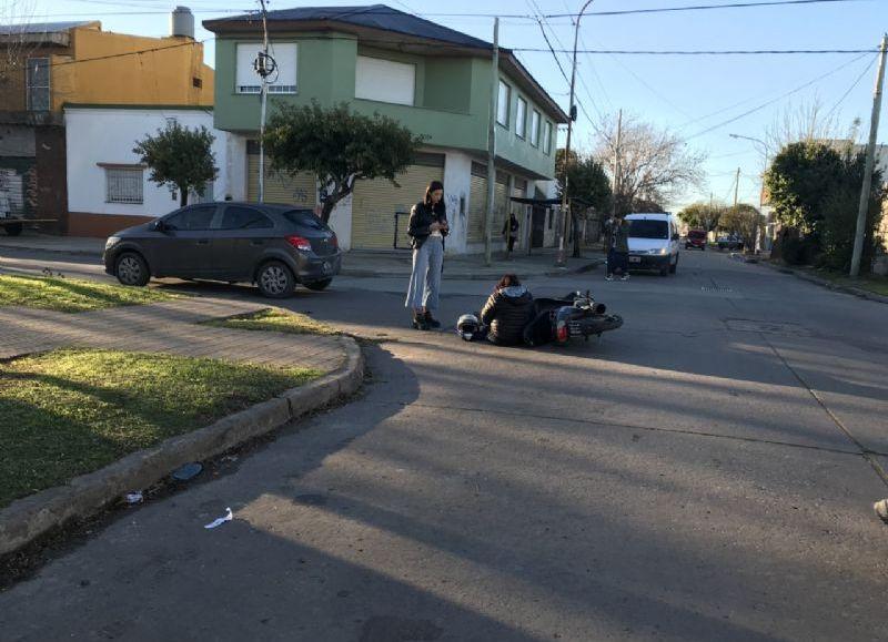Una motociclista sufrió heridas leves.