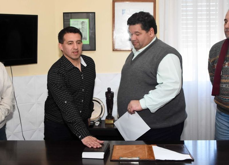 Este martes el intendente Municipal de Berisso Jorge Nedela puso en funciones a Leandro Nedela al frente de la secretaría Privada de Intendencia, dejando así su lugar como concejal, banca que ocupa ahora Darío Luna.