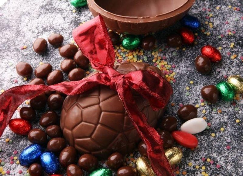 Tradicional huevo con sorpresa.