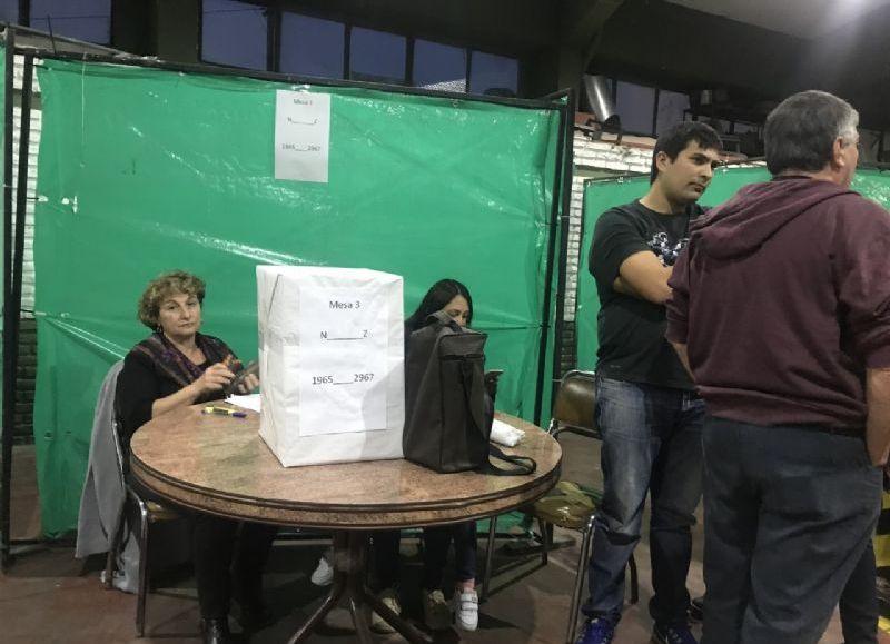 Más de mil votantes se acercaron a emitir su sufragio.