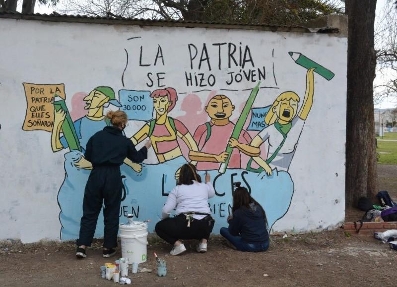 Mural por la Noche de los Lápices.