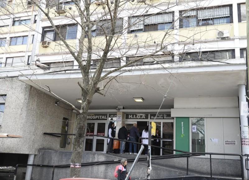 Un hombre terminó internado en el Hospital Rossi.