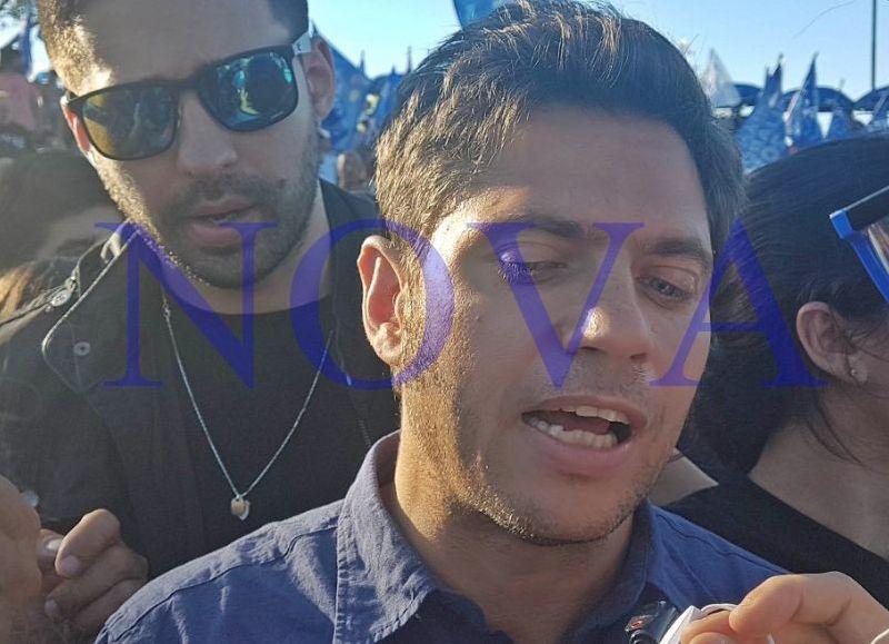 """Axel Kicillof junto a Mario Secco en Ensenada durante un acto por el Día de la Soberanía, criticaron duramente al """"gobierno entreguista y vendepatria de Cambiemos"""". (Foto: NOVA)"""