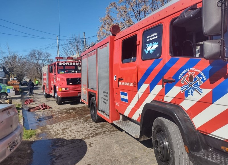 El accionar de los bomberos evitó males mayores.