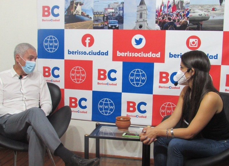 """El intendente pasó por el primer programa de """"BerissoCiudad en Radio - el backup""""."""