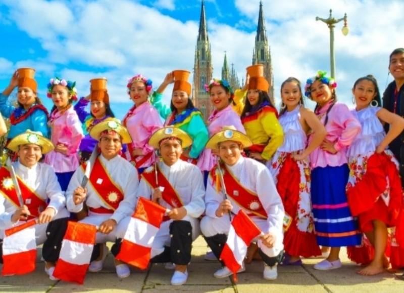 Elenco de Danzas Peruanas Juan Murillo.