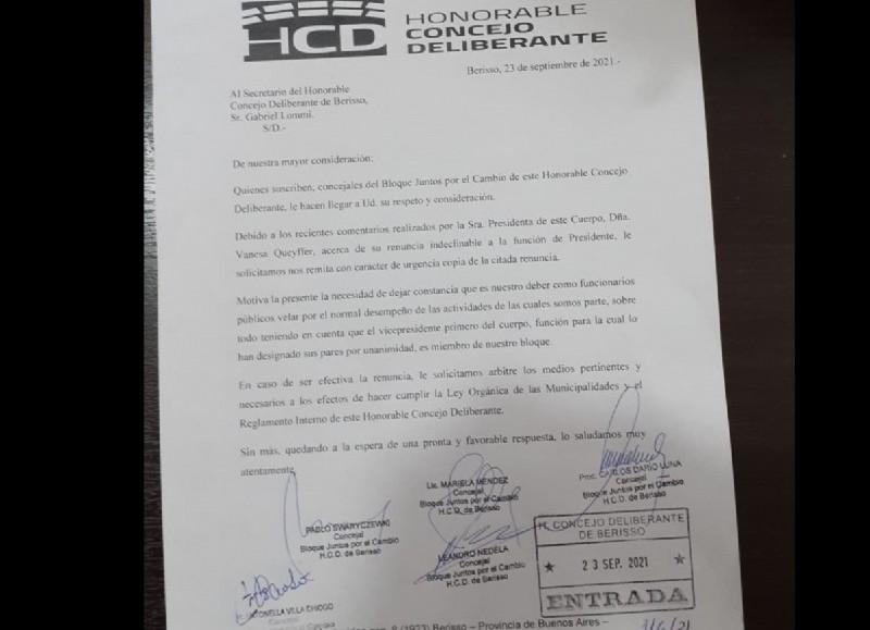Nota que solicita la renuncia de la titular del cuerpo parlamentario local.