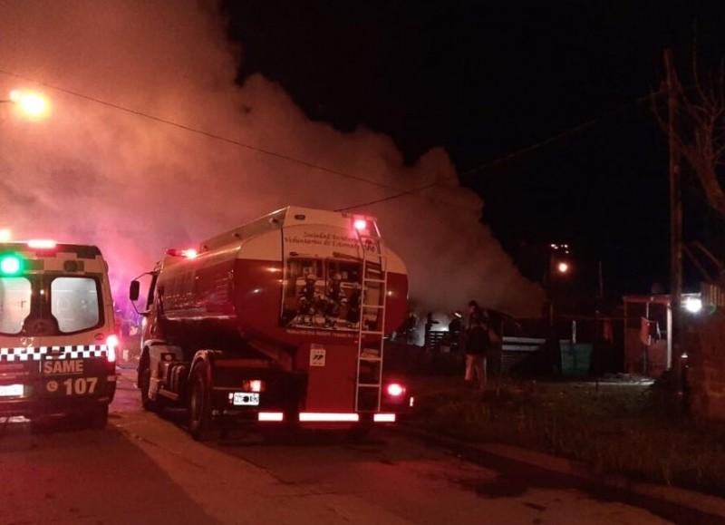 En el lugar trabajaron cinco dotaciones de bomberos.