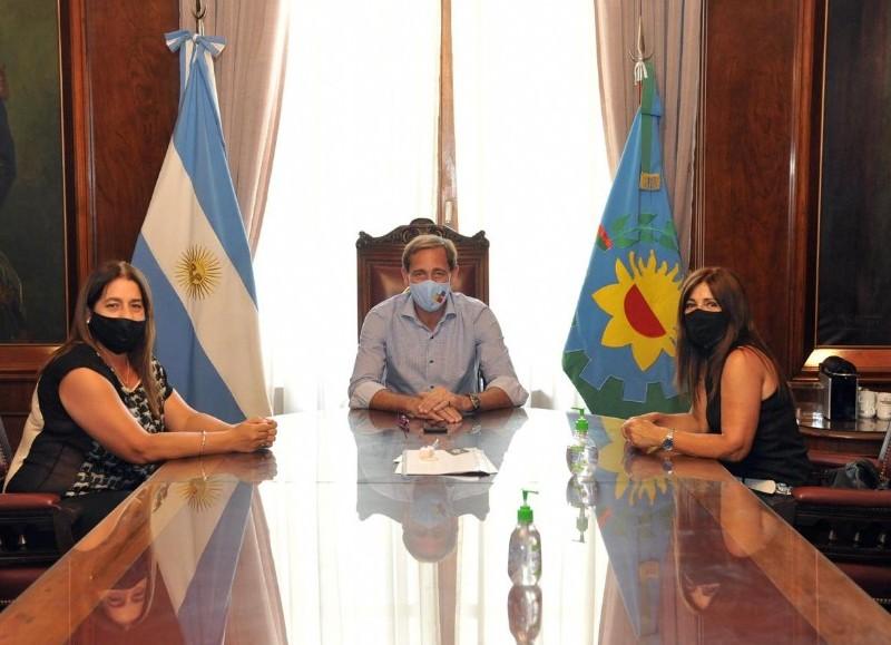 El intendente de la ciudad de La Plata, Julio Garro, se reunió con las concejalas del PRO de Ensenada, María Marta Giannattasio y Fernanda Iveli.