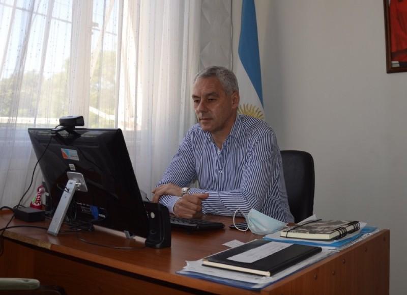 El intendente Cagliardi, en el centro de la escena.