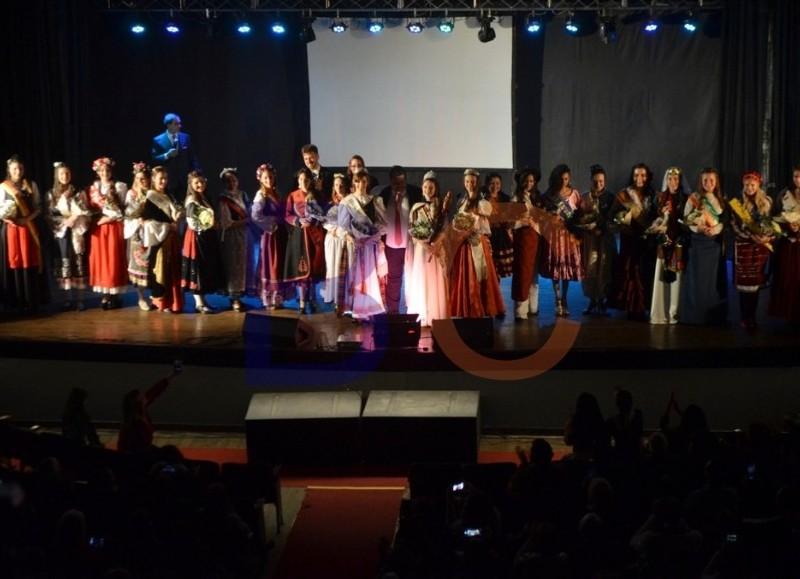 Ceremonia realizada en el Teatro Municipal Cine Victoria.