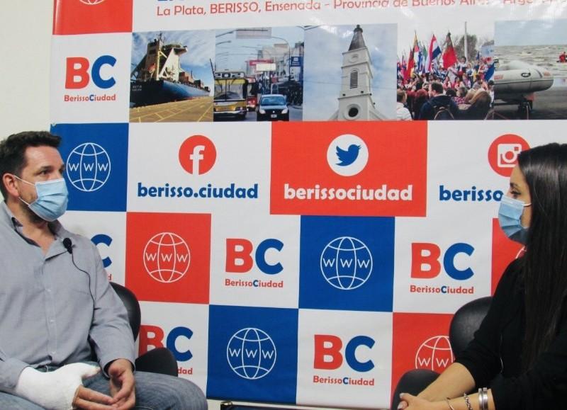 """Santiago Ramírez Borga pasó por el aire de """"Berisso Ciudad en Radio - El Backup""""."""