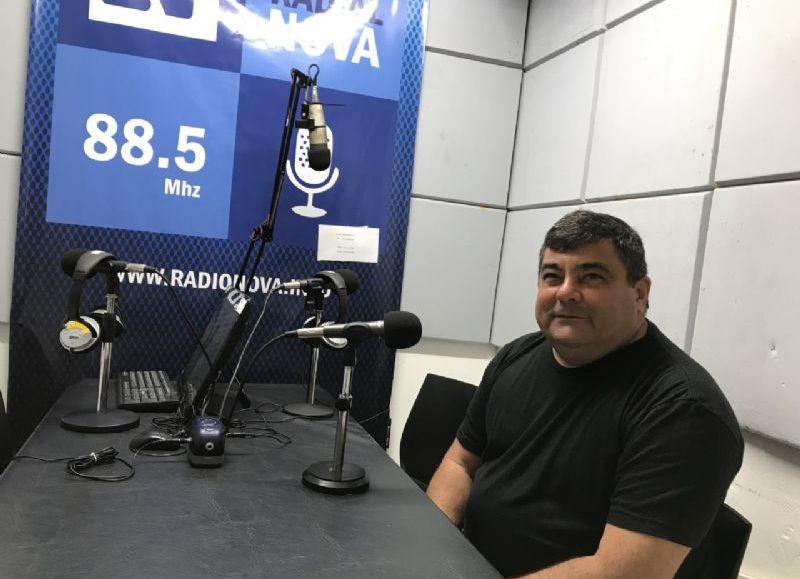 Ricardo Burgos en el aire de BerissoCiudad en Radio.