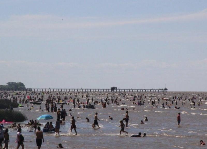 Buscan evitar que las playas estén atestadas (foto de archivo).
