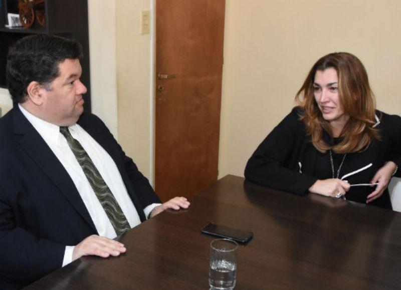 El intendente Jorge Nedela recibió este martes a la nueva jueza de paz letrada, Vanina Mosquera, quién asumió su cargo el pasado 23 de agosto en lugar del doctor Emilio Piesciorovsky.