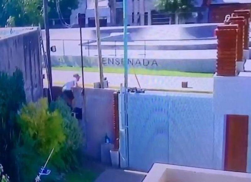 Por el sistema de cámaras de seguridad se pudo filmar el momento del ingreso de los ladrones.