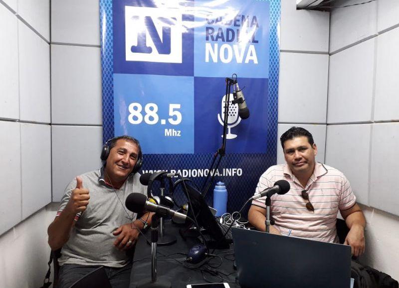 El operador socioterapéutico Marcelo Chediak, en el aire de BerissoCiudad en Radio.