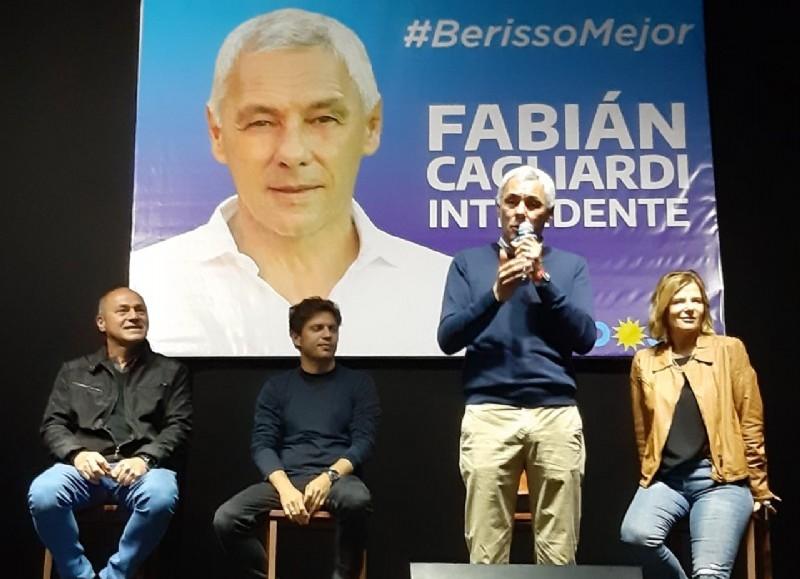 Fabián Cagliardi, candidato a intendente de Berisso por el Frente de Todos, junto a Axel Kicillof, Mario Secco y Florencia Saintout.