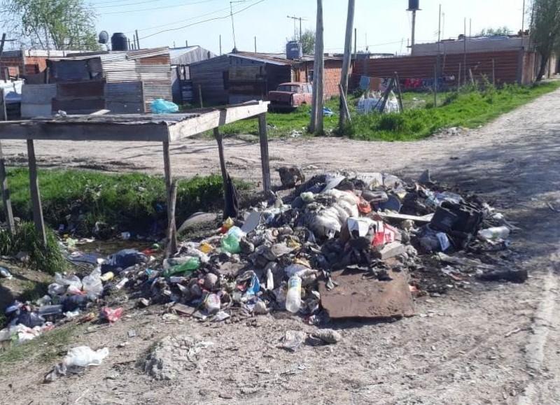 Vecinos piden colaboración de las autoridades competentes.