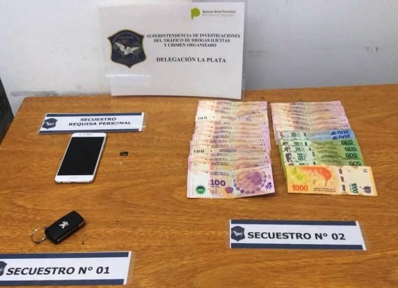En poder del demorado, los detectives secuestraron 5.750 pesos y un celular.