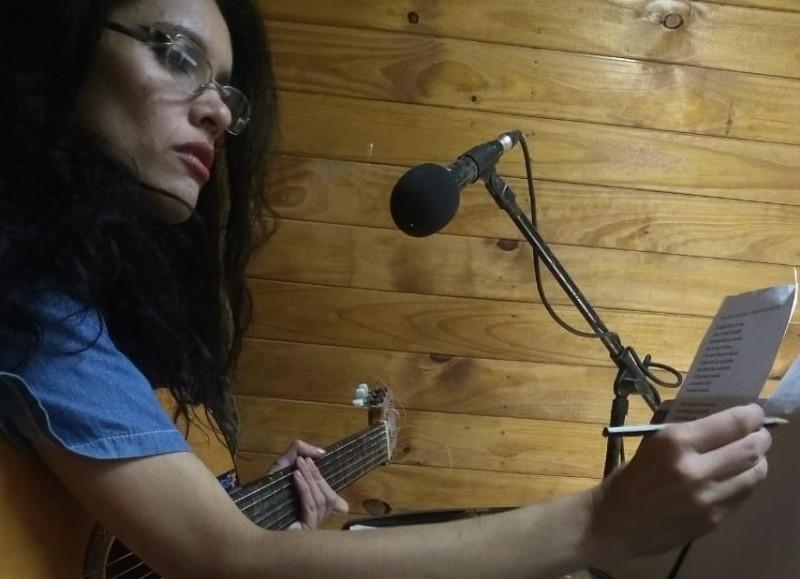 Triana Redondel (solista vocal).