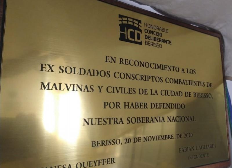Placa en el Concejo Deliberante.