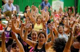 Zumba a pleno en el Polideportivo Municipal de Ensenada