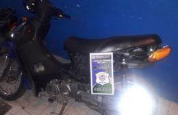 Dos menores demorados por circular en una moto robada