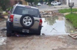 Mala pata para una vecina: Atrapada en un bache